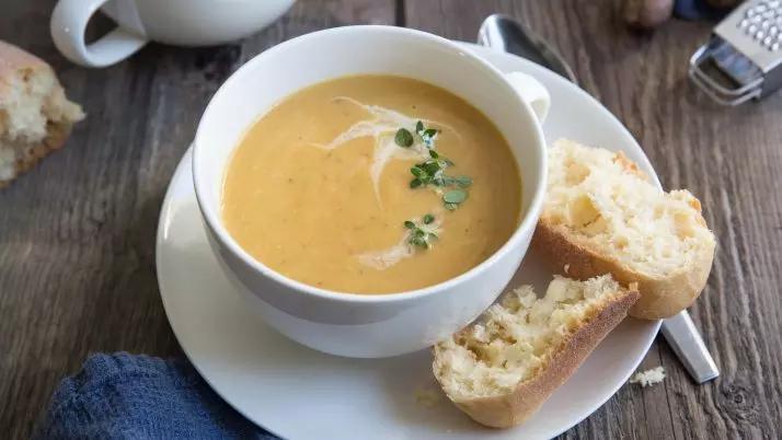 Ķirbju zupa ar maizi