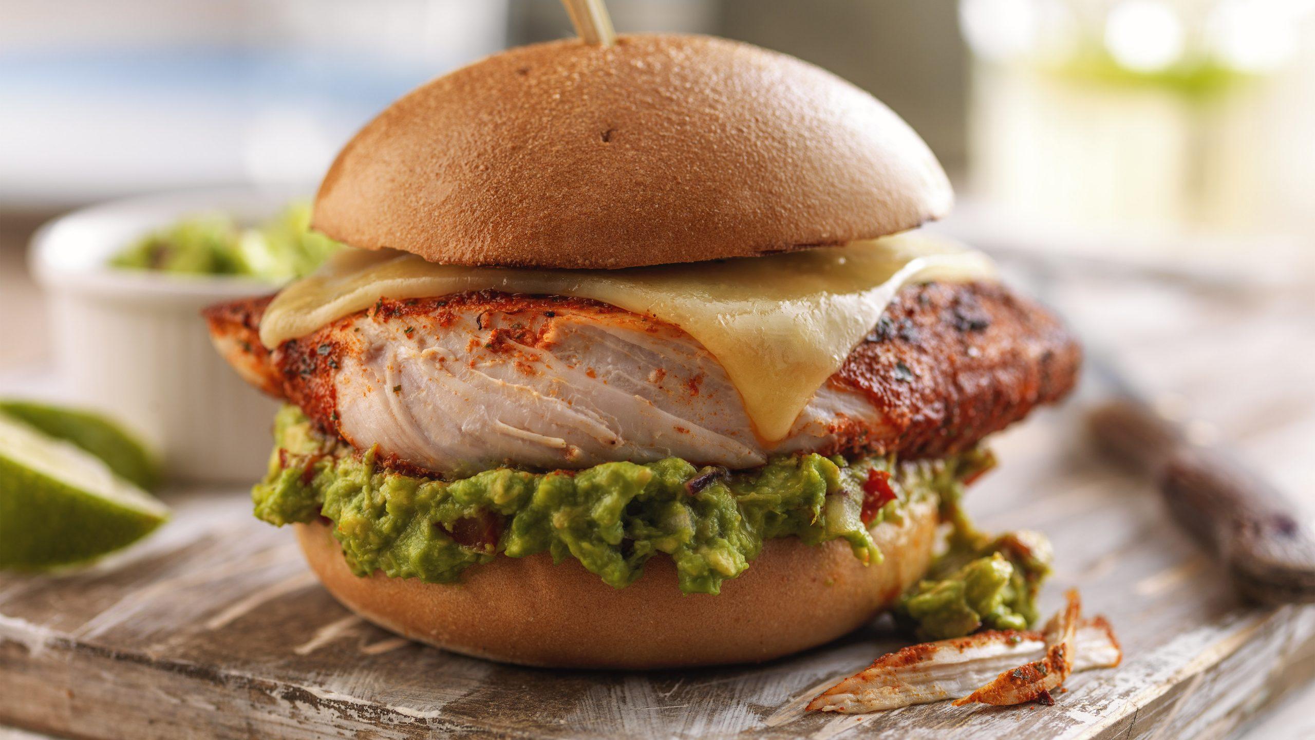 Ugunīgais meksikāņu vistas burgers